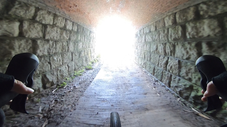 グラベルロードで大仏鉄道跡をサイクリング